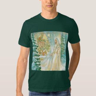 Jesús en el navidad que mira con el velo de la camisas