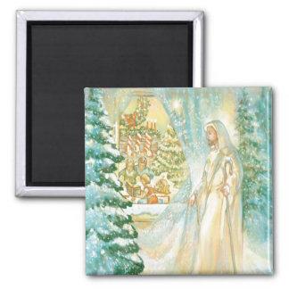 Jesús en el navidad que mira con el velo de la nie imán cuadrado