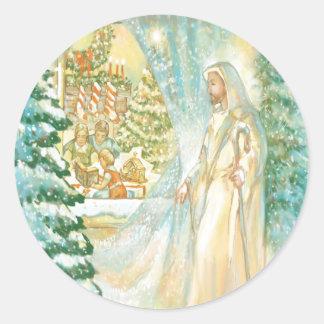 Jesús en el navidad que mira con el velo de la pegatina redonda