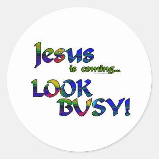 Jesús es… 2 que vienen etiqueta redonda