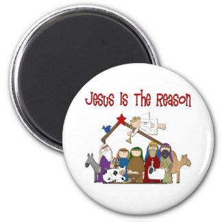 Jesús es la escena del pesebre de la razón imán redondo 5 cm