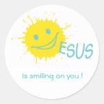 ¡Jesús está sonriendo en usted! Pegatina