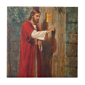 Jesús golpea en la puerta azulejo cuadrado pequeño