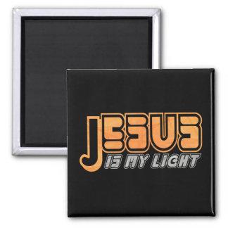 Jesus is my light 2 Orange Gris Fond noir 2 Inch Square Magnet