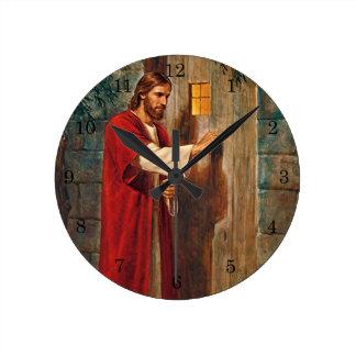 Jesus knocks On The Door Round Clock