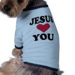 Jesús le ama camisa de perro