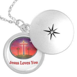 Jesús le ama medallones