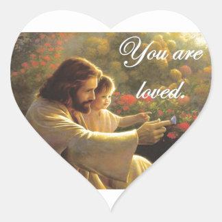 Jesús le aman pegatina en forma de corazón