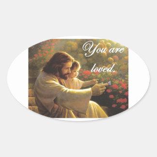 Jesús le aman pegatina ovalada