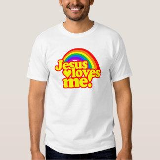 Jesús me ama (con el arco iris) remeras