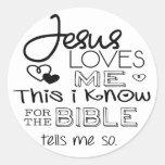 Jesús me ama esto que sé pegatinas redondas