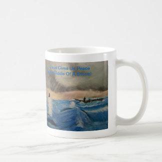 ¡Jesús nos da paz en el medio de una tormenta! Taza De Café