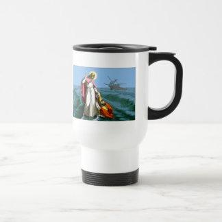 Jesús que camina en el agua tazas de café