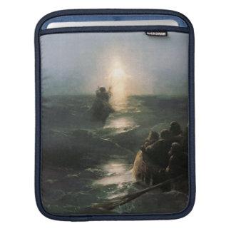 Jesús que camina en los mares tempestuosos fundas para iPads