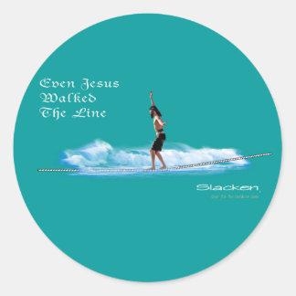 Jesús que camina la línea etiqueta redonda