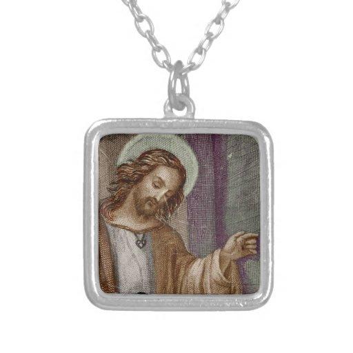 Jesús que golpea en puerta colgantes personalizados