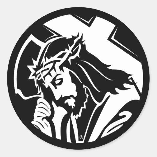 Jesús que lleva a cabo a los pegatinas cruzados pegatina redonda