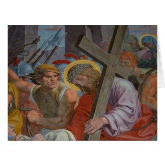 Jesús que lleva su cruz tarjeta de felicitación grande