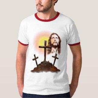 Jesús y camiseta de tres cruces polera