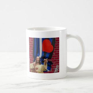Jesús y la bandera de cuero taza clásica
