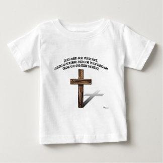 Jesús y los soldados americanos con la cruz rugosa camisas