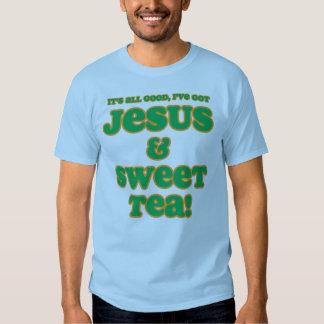 Jesús y verde dulce de la camisa del té