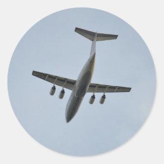Jet de Avro RJ85 en vuelo Pegatina Redonda