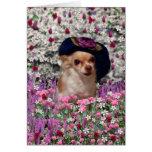Ji en flores - perrito de la ji de la chihuahua en tarjeta de felicitación