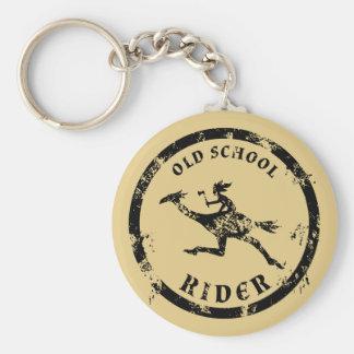 Jinete apenado de la escuela vieja llavero redondo tipo pin