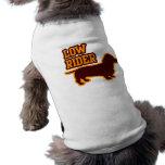 Jinete bajo camisa de perro