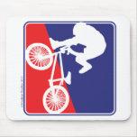 Jinete de BMX - blanco y azul rojos Tapete De Ratones