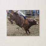 Jinete de Bull en el rodeo Puzzle Con Fotos
