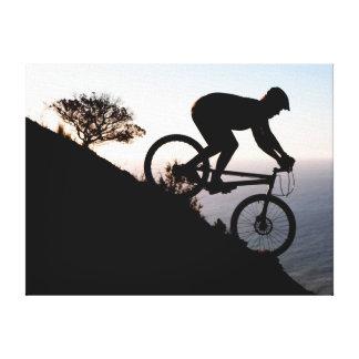 Jinete de la bici de montaña. Cabeza de los Lona Envuelta Para Galerías