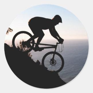 Jinete de la bici de montaña. Cabeza de los Pegatina Redonda