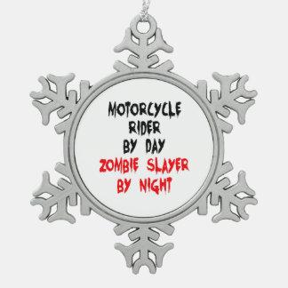 Jinete de la motocicleta del asesino del zombi adorno de peltre en forma de copo de nieve