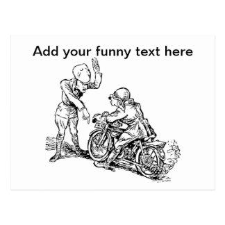 Jinete de la motocicleta y humor del policía postal