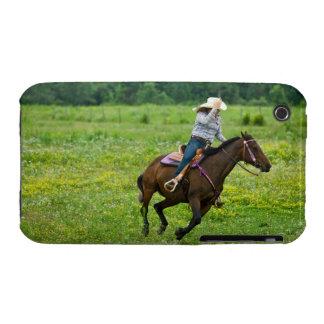 Jinete de lomo de caballo que galopa en pasto rura Case-Mate iPhone 3 cobertura