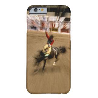 Jinete del caballo salvaje (enfoque) funda barely there iPhone 6