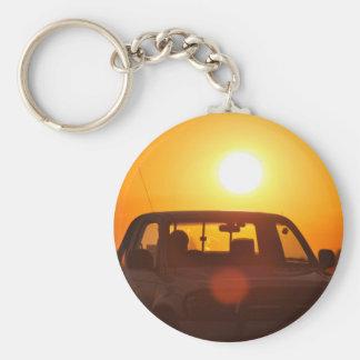 Jinete del camión de la puesta del sol llavero redondo tipo pin