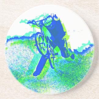 Jinete del estilo libre BMX en estilo fresco del a Posavaso Para Bebida