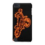 Jinete del motocrós del estilo libre en llamas funda para iPod touch 5G