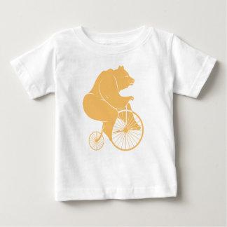 Jinete del oso en la bici del comino del penique remera