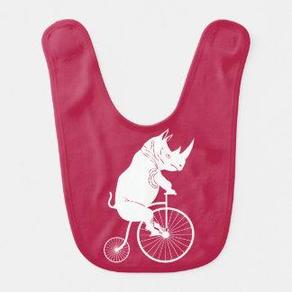 Jinete del rinoceronte en la bici del vintage baberos