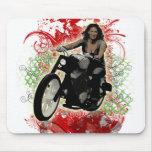 Jinete femenino de la motocicleta tapetes de ratón