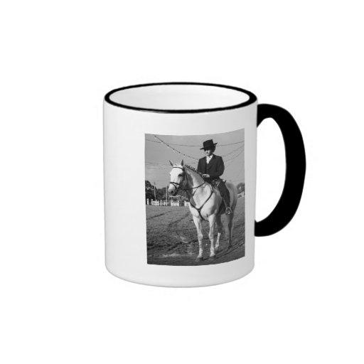Jinete portugués del caballo taza a dos colores