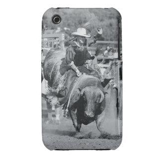 Jinete que cuelga encendido al toro bucking iPhone 3 carcasas