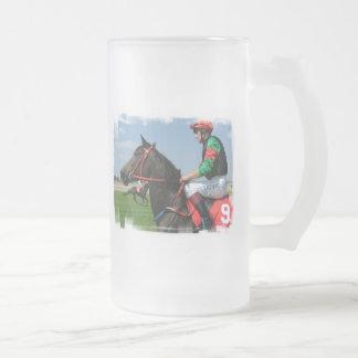 Jinete y taza de cerveza helada caballo