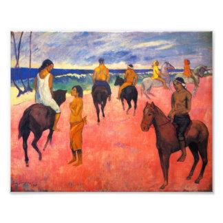 Jinetes de Gauguin en la impresión de la playa Fotos
