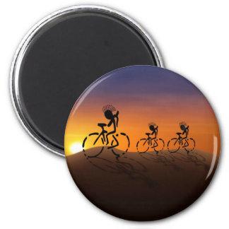 Jinetes de la puesta del sol imán redondo 5 cm