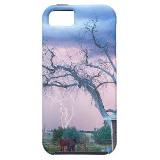 Jinetes de los caballos del país en la tormenta iPhone 5 carcasa